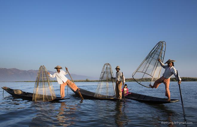 Nghệ thuật chèo thuyền một chân trên hồ Inle
